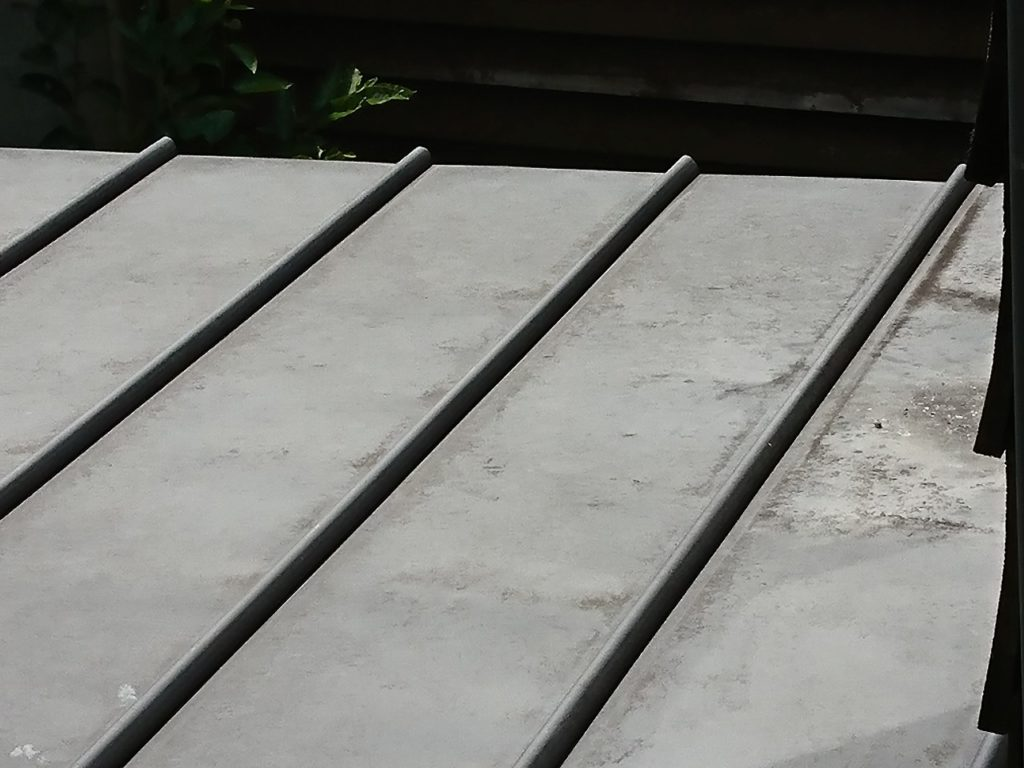 屋根の種類によって違う塗料の選び方【コスパでシリコンがおすすめ!】