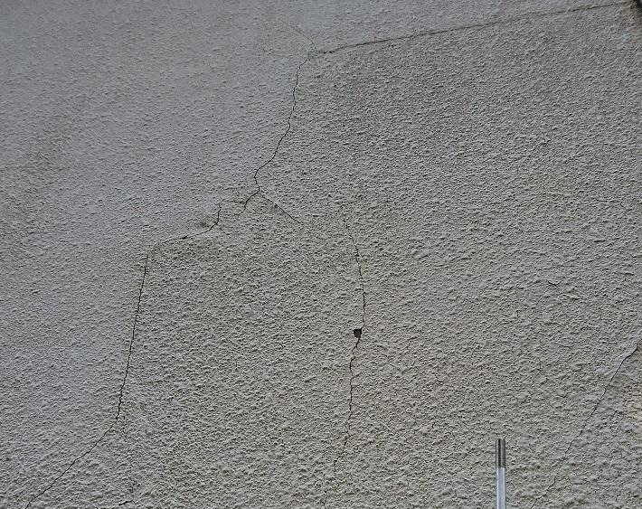 モルタル壁浮き剥がれ
