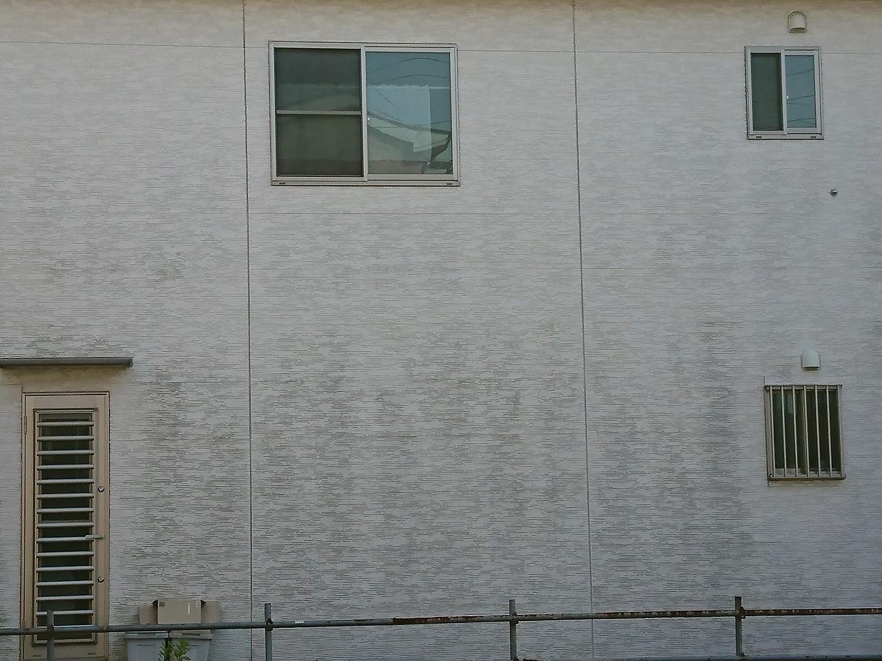 塗膜が切れてきた外壁1