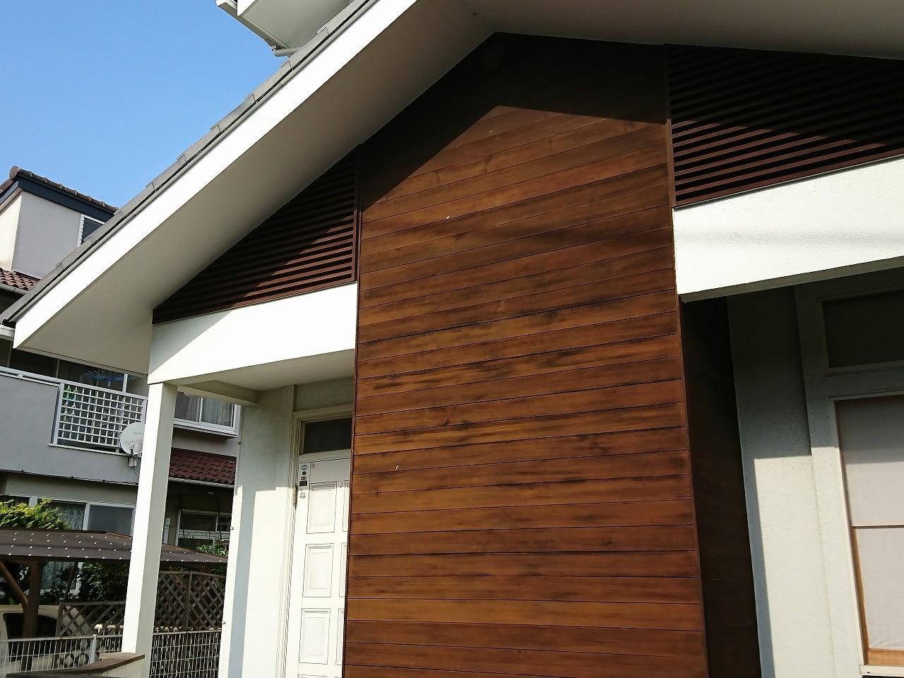 木質系サイディングを一部利用した家