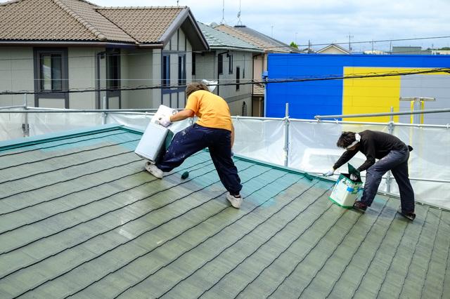 屋根中塗り・上塗り中