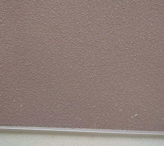 赤色系吹き付け塗装外壁2