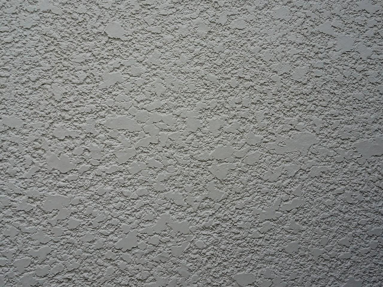 白いモルタル壁2