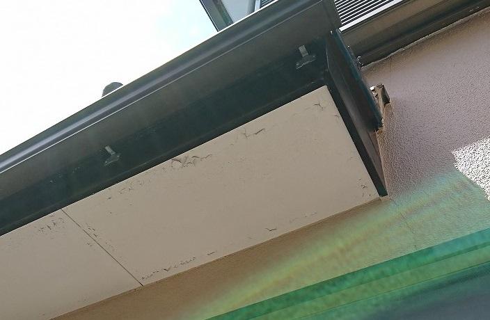軒天塗装のはがれ原因とDIYでも補修できるか