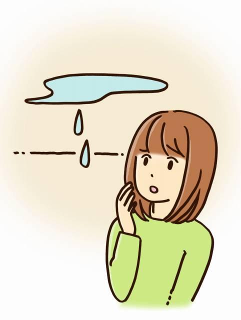 雨漏りを心配する女性